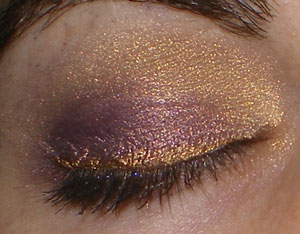 Fyrinnae eyeshadow look with Daemon's Tail and Polar Bear